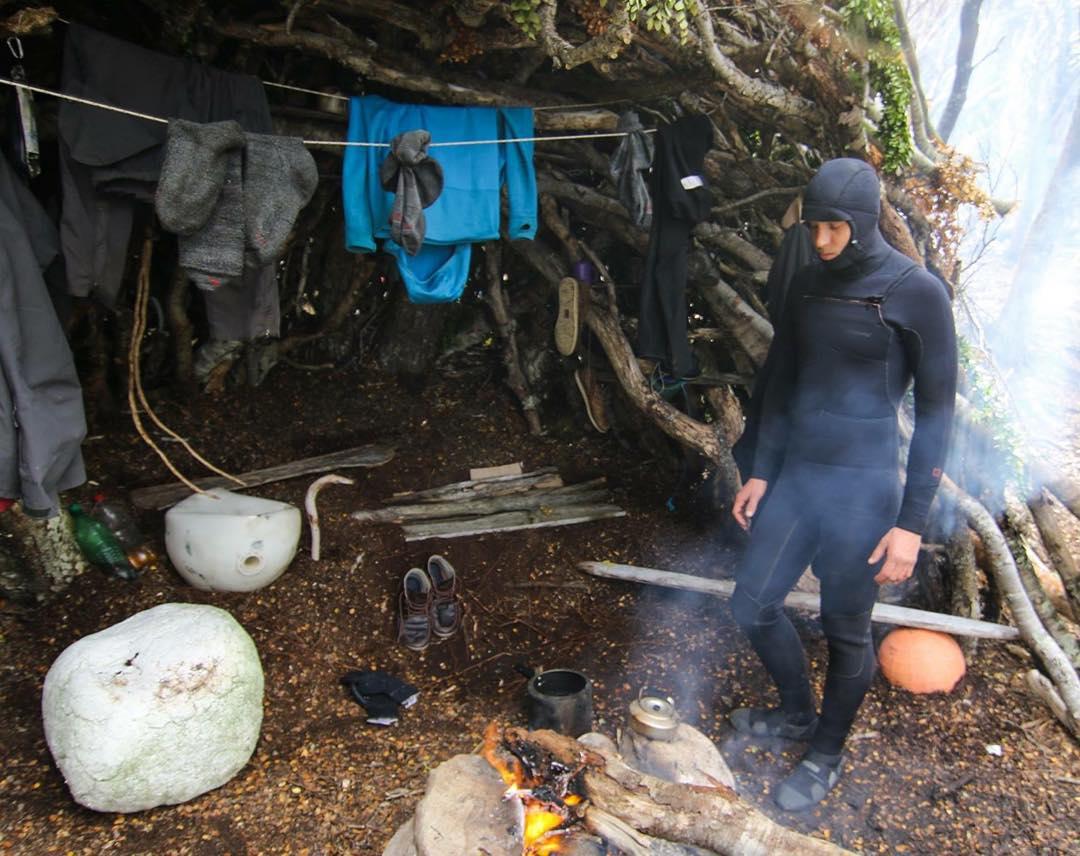 Juntando un poco de calor para ir al agua en cercanías del Islote Margarita. #tierradelfuego #peninsulamitre #conservemos