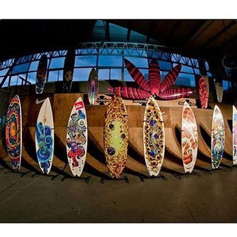 Nuestro talentoso #FA #featuredartist Martin Varbaro y algo de su colección. De #surfart @mvarbaro #volcomArt #TrueToThis