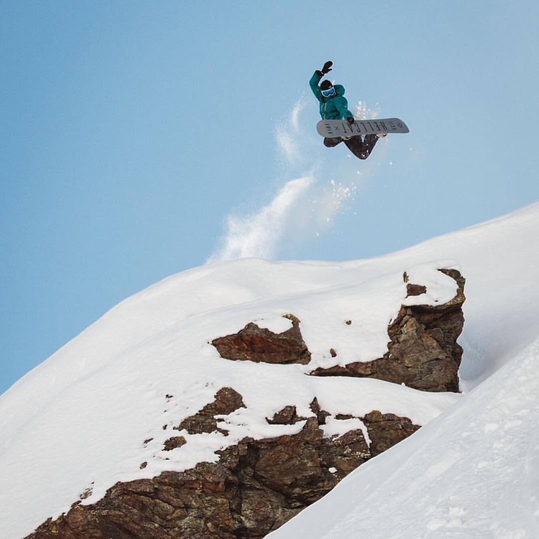 The girls rip. @FullMoonFilm is a project you can bet is pushing the boundaries of snowboarding and we are so pumped for it! @hibeams sending one here. Here's a link to support the project: http://bit.ly/Hana-FullMoon