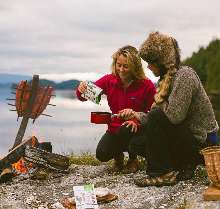British Columbia survival expert Nikki taught me how to catch and cook wild salmon, (it took us all day)...I taught her how to open a package of @patagoniaprovisions #tsampasoup and we had a super yummy healthy appetizer in minutes! Life is all about...