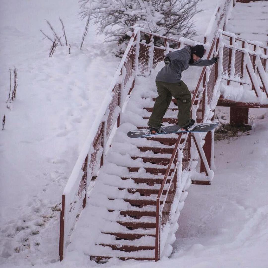 #repost @federomanoo #argentina #snowboarding #urbanriders #thrivesnowboards #relentless