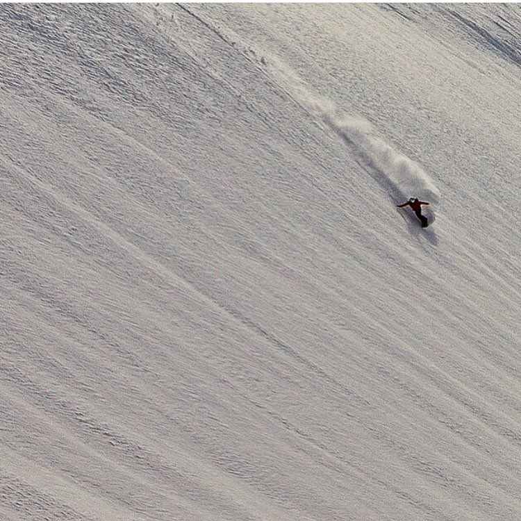 #AV7Renegade @caseylucassnow has us chomping to shred with her shots of riding in AK with @alaskasnowboardguides.  Let it begin!