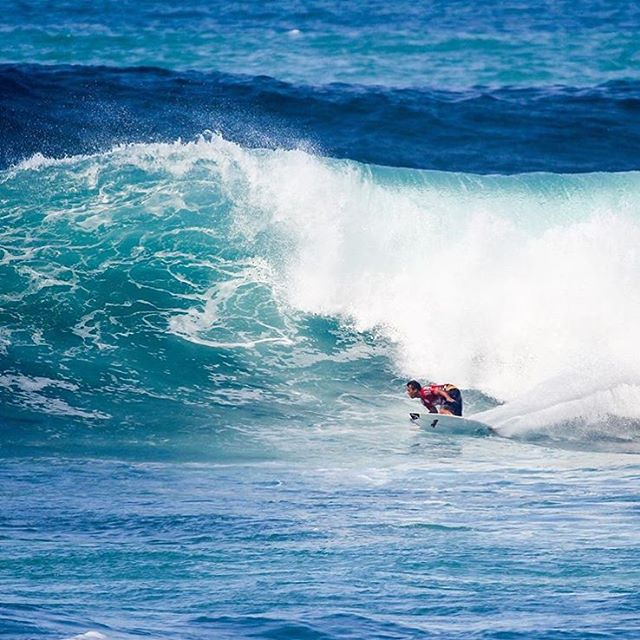 Chris Ward is used to bumpy rides. Watch him navigate bombing Sunset Beach live during the #HICPro today.
