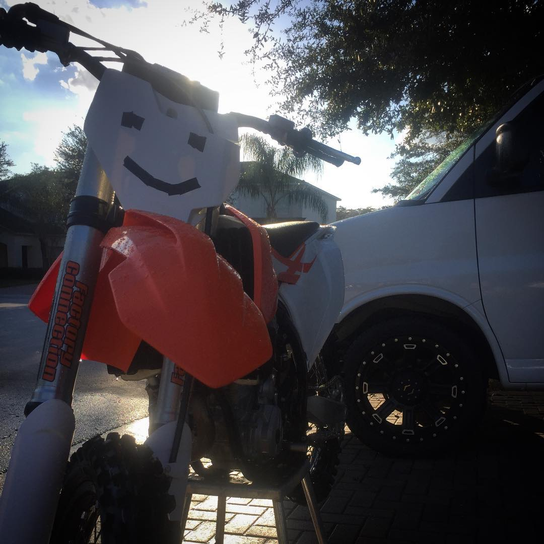 All cleaned up and ready for some @floridatracksandtrails tomorrow! Who's coming?! #Ktm #dirtbikes #moto #sunny #florida #vanlyfe #smile #halloween
