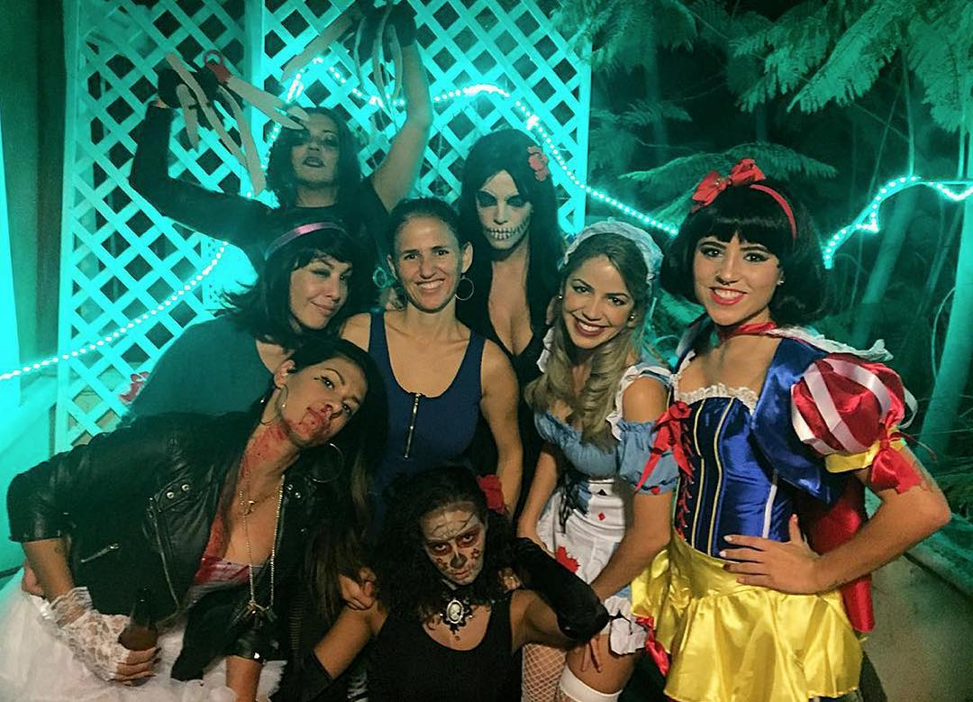 Three-time #XGames gold medalist @LeticiaBufoni dressed up as Snow White for Halloween! (
