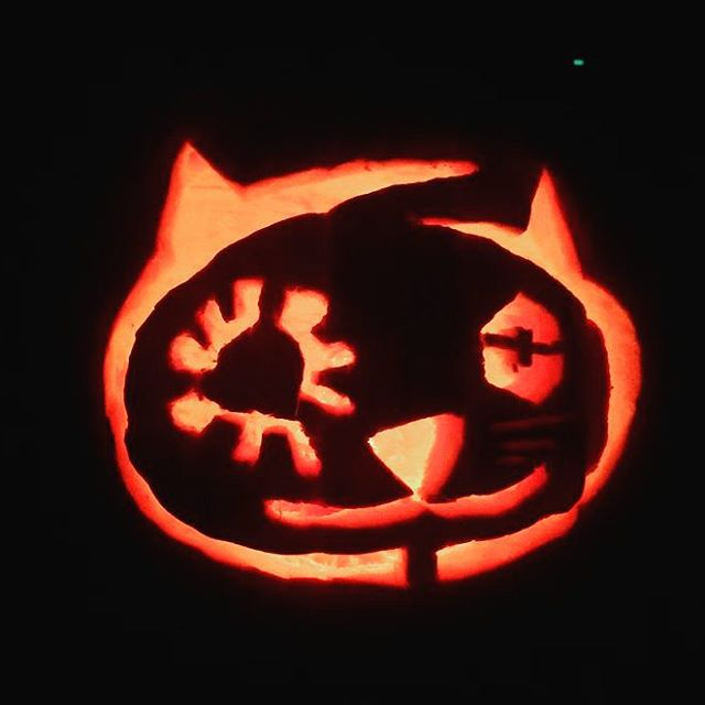 Shout out to the kid who carved this pumpkin!!! #derp #style #knifeskills
