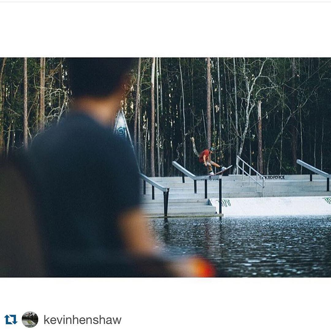 #Repost @kevinhenshaw ・・・ Little shred sesh last week with my driver @oliderome lol.