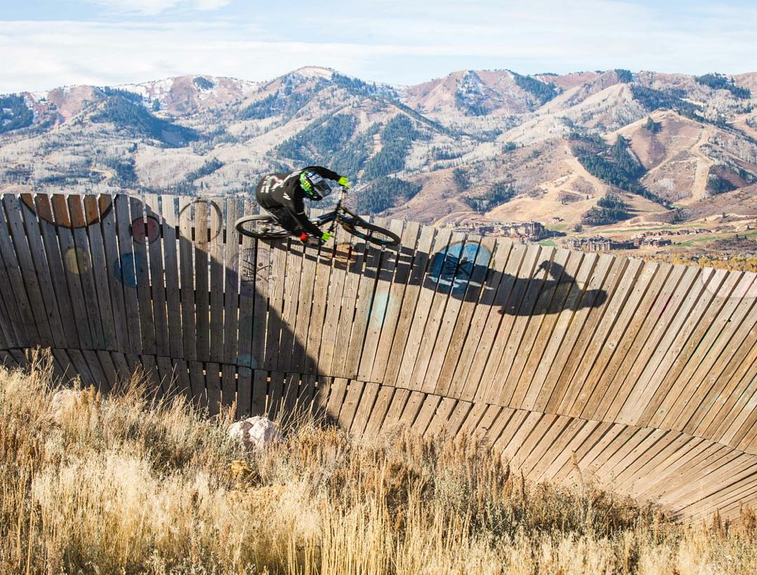 Wood carves are fun. Love this curved wallride-type feature at Trailside Park in Park City. Epic photo from yesterday by @Roncar. #iheartwoodfeatures #iamspecialized #ParkCity