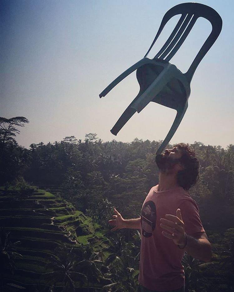 """""""Todo debe mantener un equilibrio en los campos de arroz"""" #bali @pastranabenja #maetuanis #followthesun #surfing #indonesia"""