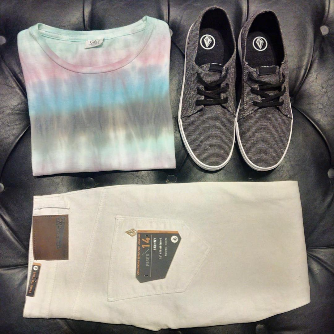 Jean riser full White, remera rainbow washed tee y #LoFi Old black. #SS16 #truetothis