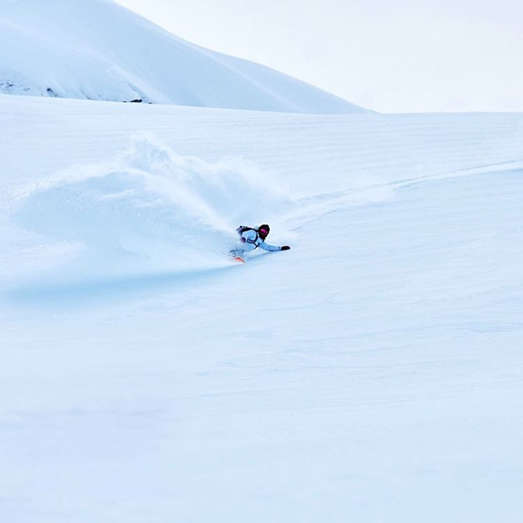 @torahbright laying into a dreamy deep turn in Jackson Hole, Wyoming. And don't forget to enter to win a #ROXYxBiotherm outfit - link in our bio