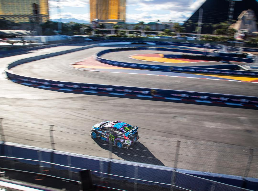 Pyramids, golden buildings, airplanes taking off and landing all around us… #GlobalRallycross Las Vegas is definitely one of the most visually dynamic rallycross tracks we race at all year. Not that I can really tell from the driver's seat - I'm hoping...