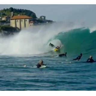 @benjaminsanchis doing a little friendly foamball riding at Mundaka. #Billabongwetsuits @billabongeurope