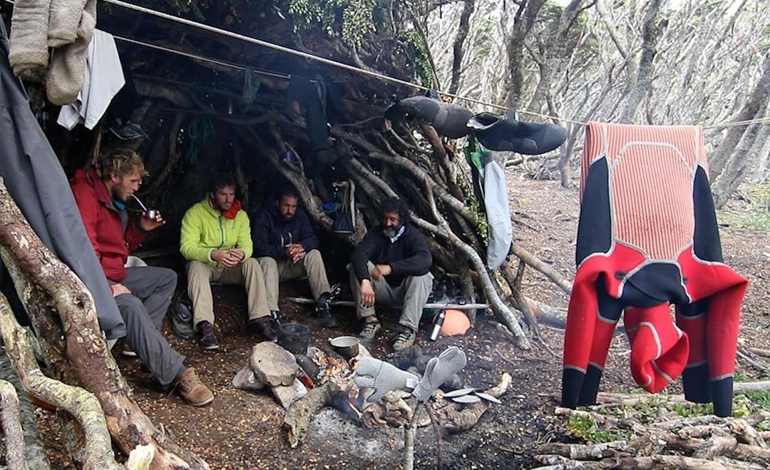 Después del agua, fuego y unos mates para calentar el cuerpo. #peninsulamitre #tierradelfuego