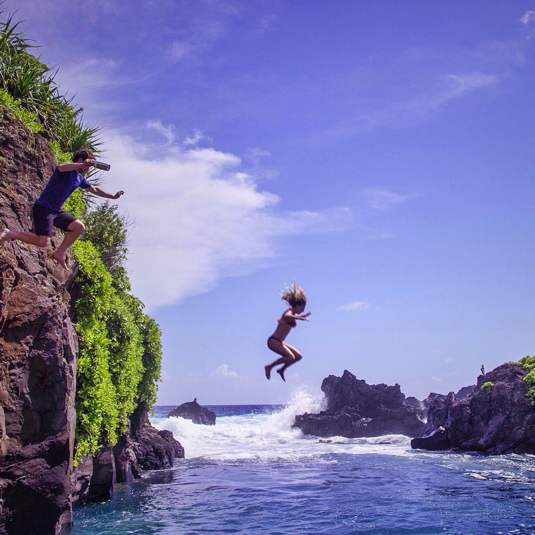 @lakeypeterson and @gtreinish jumping for samples. [ASC Maui // 5 of 6] . @clifbarcompany @lieberfilms #cliffjump #ASCMicroplastics #ocean #cleanwater #explorehawaii #notinmywater