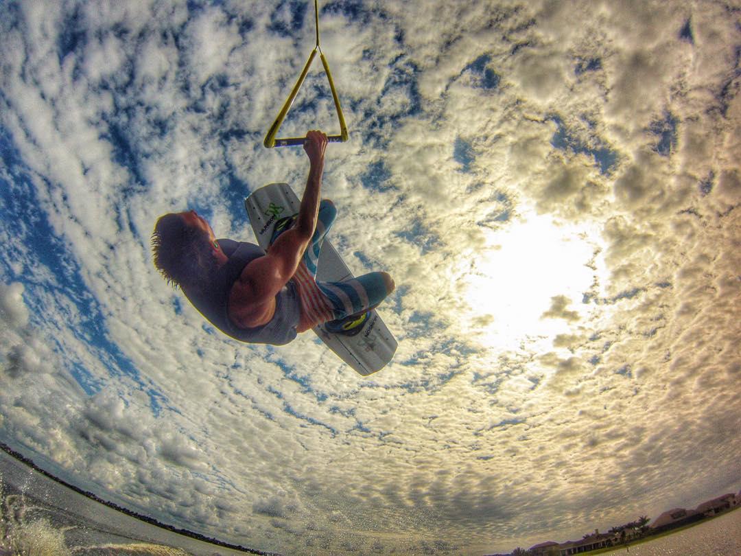 @cankarsosa3hunna Fall sky shredding. #ronix2016 #theoneboard #oneloveinwake #fortifiedwithlakevibes