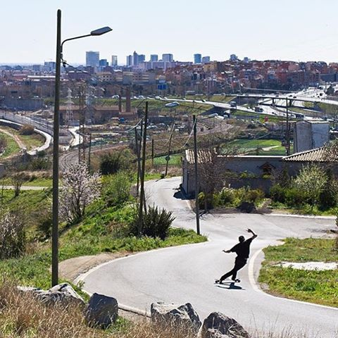 At home in the streets , @ari_shark cross-step slides in the suburbs of Barcelona some many moons ago. Where will your board take you this weekend? #paristrucks #paristruckco