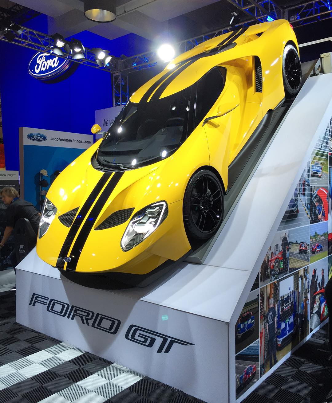 I've never really been into supercars (I like cars that I can jump and thrash around), but this new yellow Ford GT in their SEMA booth looks stunning. #somuchwant #FordGT #thataerothough