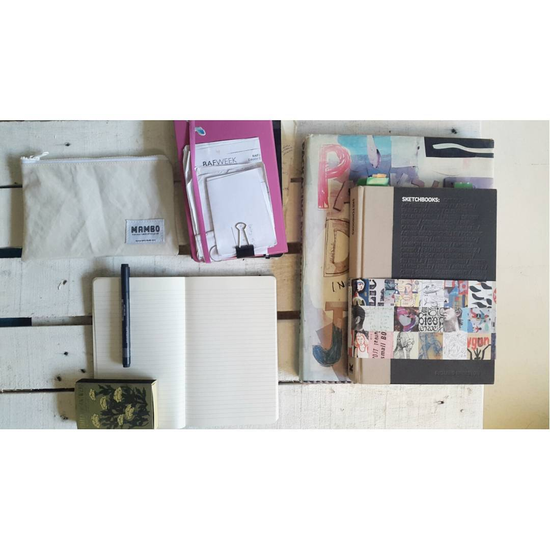 Mañana de sábado en nuestro estudio, estrenando cuaderno. #brainstorm #sketchbook #blankpage #madeinbuenosaires