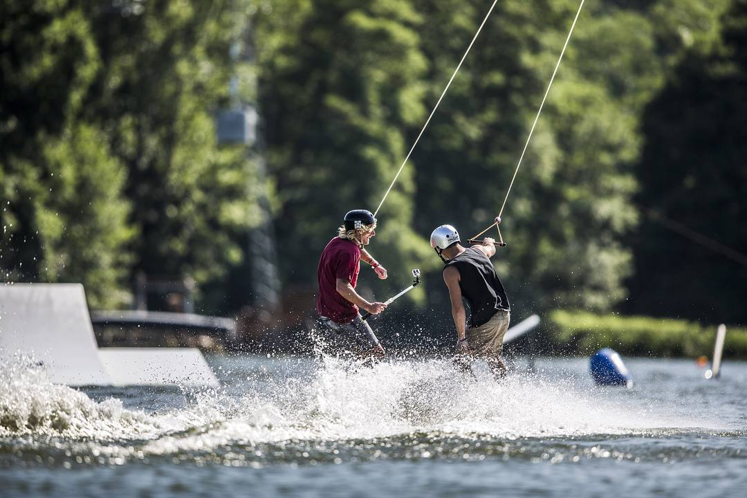 Wakeboarding is your perfect social activity to have a great time together with friends! Who are you planning to bring with you next time?