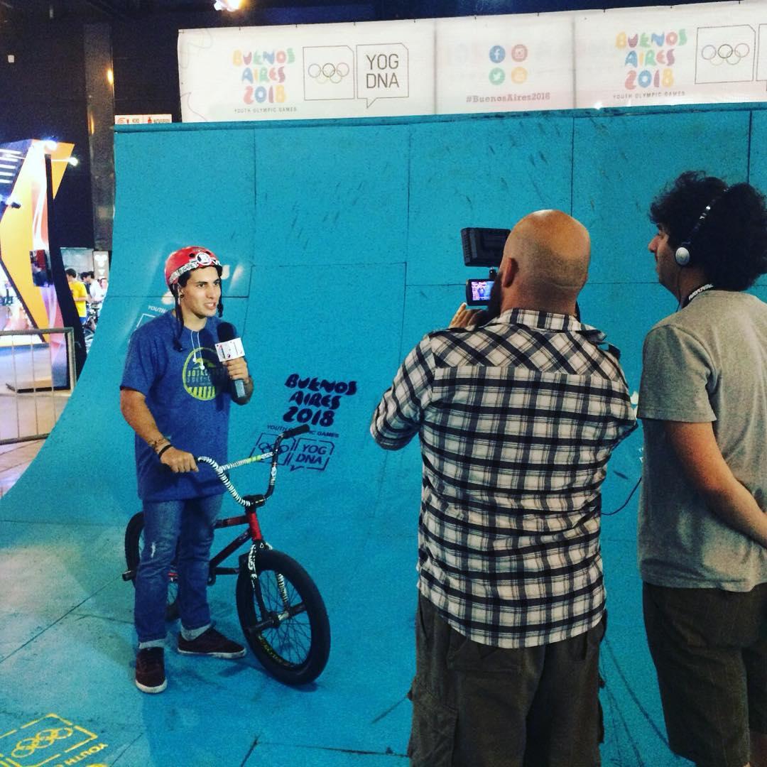 Nuestro #TeamRider @brianboghosian dando una entrevista en la #expobici !!