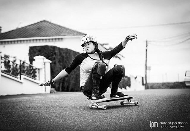 @lgcfrance rider @thaouislr going sideways. Enjoy your Sunday!  LPM photography  #longboardgirlscrew #womensupportingwomen #skatelikeagirl #lgc #lgcfrance #france #thaisgravouil
