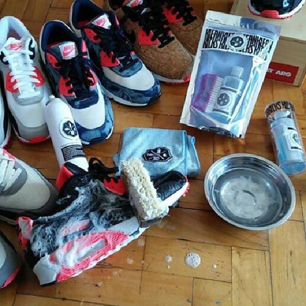kit de limpieza para #zapas disponible en nuestros locales. #kleankicksba #limpiadordezapas #limpiacalzado