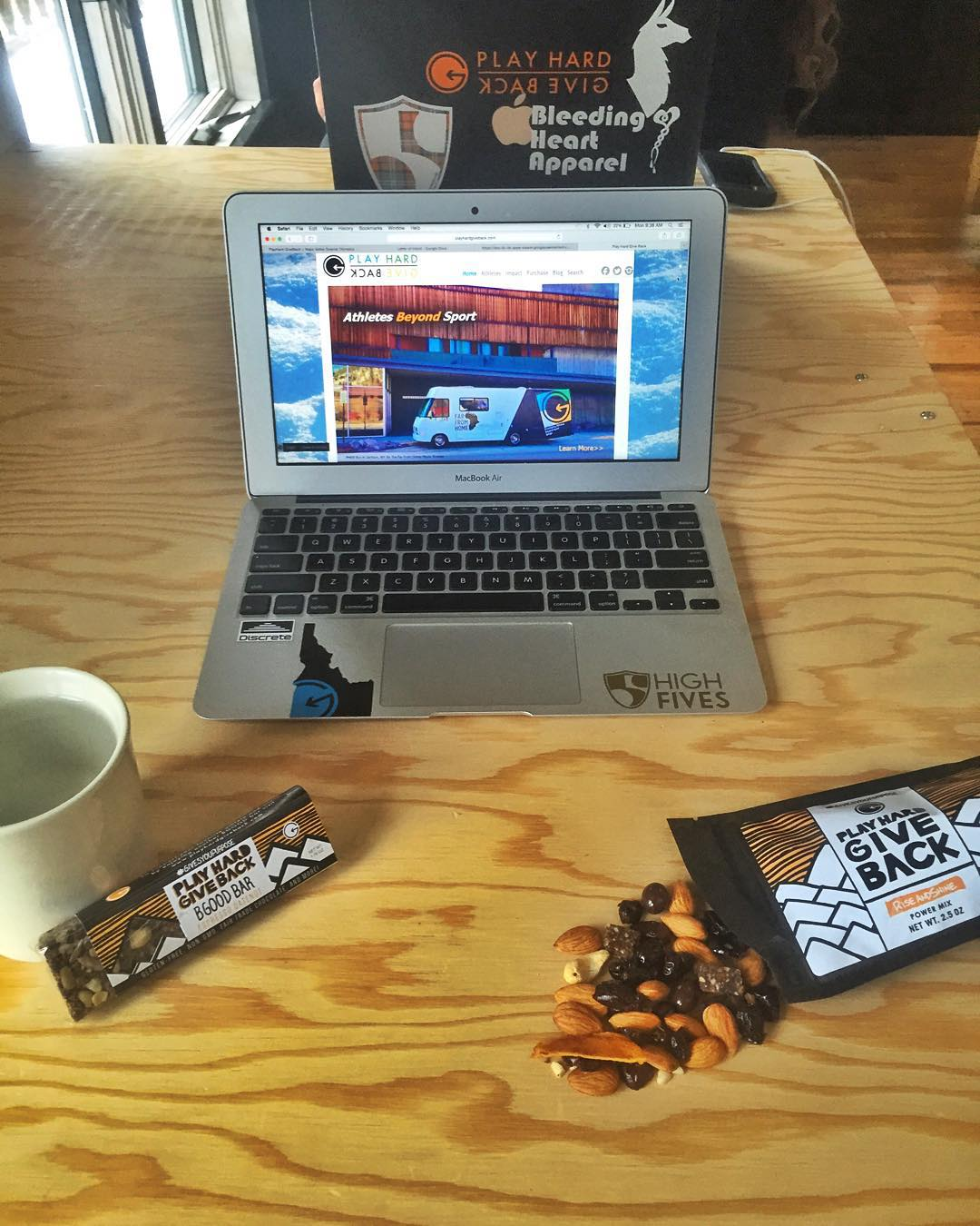 Case of the Mondays !? Our Espresso date-nut #bgood bar and #riseandshine #trailmix with chocolate covered espresso beans will give you the extra energy you need to cure those #Mondayblues!! ☕️#snackwithpurpose #phgb #gearforgood #rockdiscrete