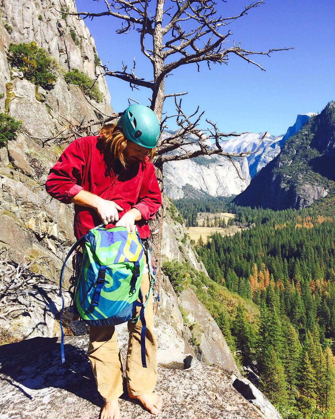Our good friend and great climber @guillermomarun testing out the Discover Pack in Yosemite // where will you adventure with your Mafia pack? #fromsailstobags #madeforlife #goexplore