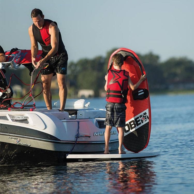 the Jobe Omnia is suitable for all ages and you can use it in various positions. Waterski, wakesurfing, kneeboarding and more; the Omnia can do it all!