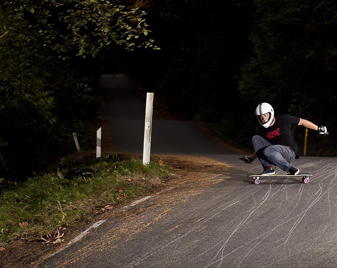 #regram from @raynelongboards of #viciousrider @mikefitter slipping into the apex