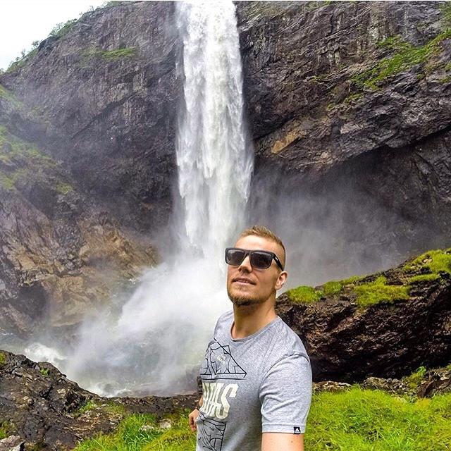 Go chasing waterfalls  @pilotviking rocking the Black Pearl floatables  #Kameleonz #Waterfalls #Månafossen