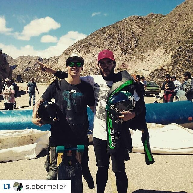 #Repost @s.obermeller with @repostapp ・・・ Con el cumpa del Team Wika antes de meter buenos drops. Viva el Downhill!!!!