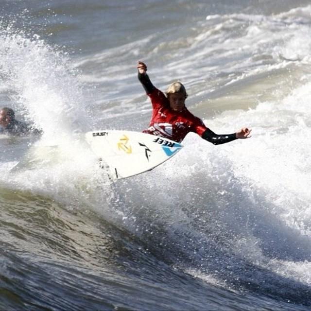 """""""Surfeo en todos lados, me encanta conocer nuevas playas, olas, gente y cultura, de todo se aprende."""" Lele Usuna #soul #surfing #waves #reefargentina"""