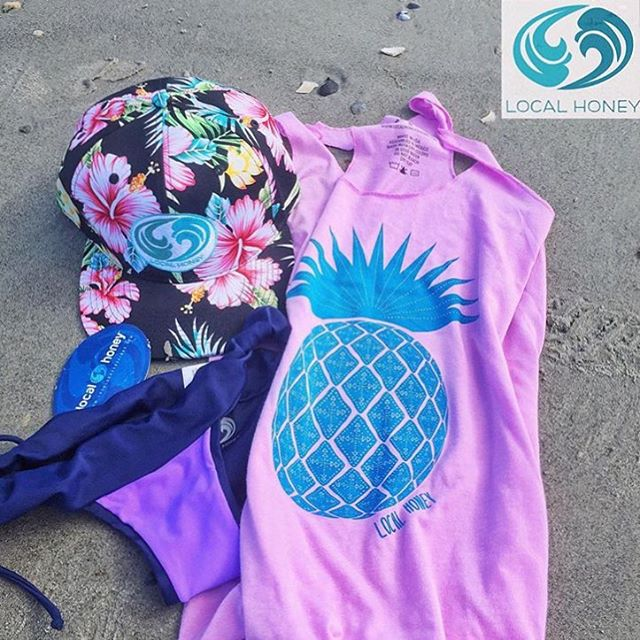 Cute post from @waveofwellness of her new pink 'Tribal Pineapple' tank