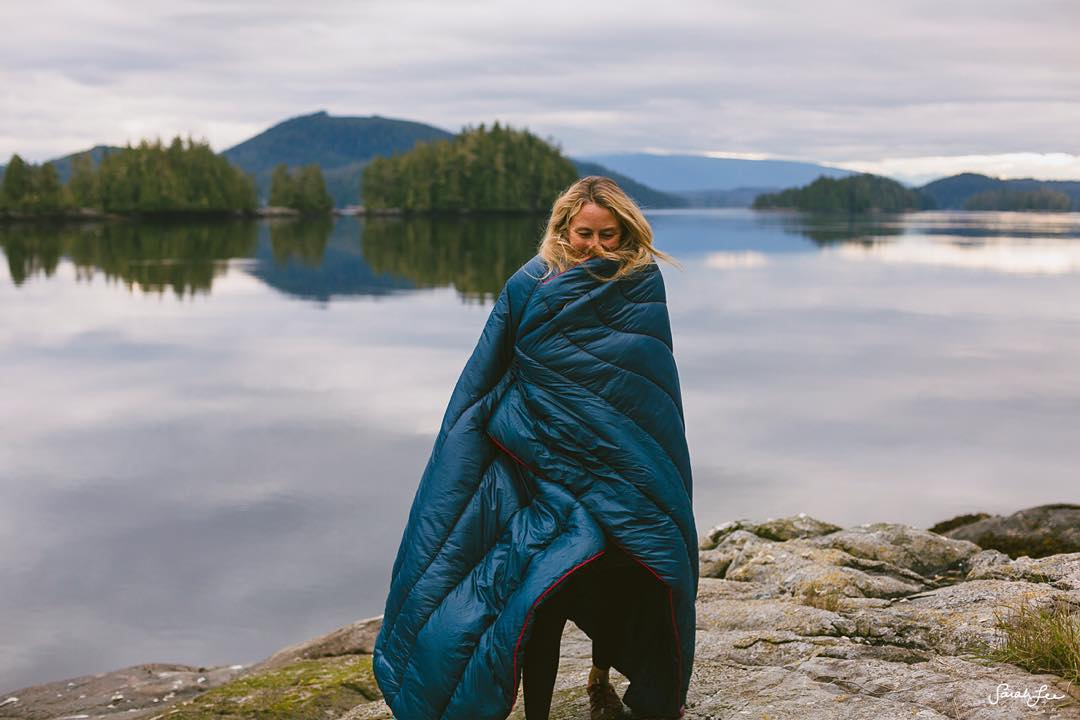 What happens when you bring a Hawaii surfer girl to #BritishColumbia? She runs around in 14 layers of @patagonia and a @gorumpl blanket! #cozy #AlisonsAdventures  Photo by @hisarahlee