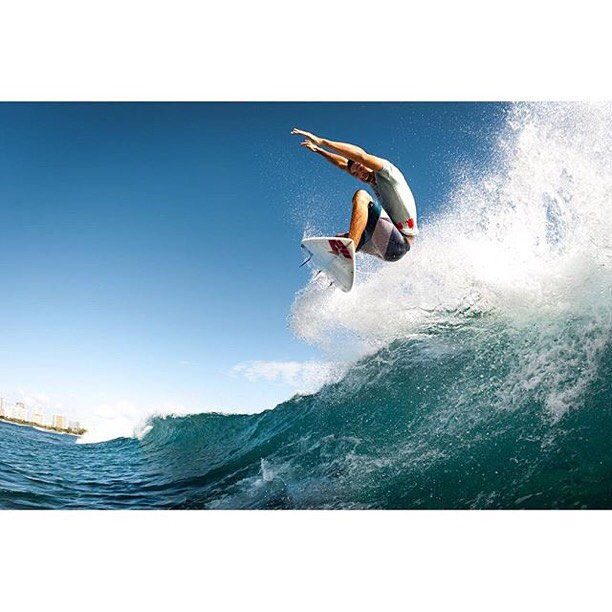 Getting air never looked so fun! Team Rider @coleyamakawa soaring above the surf | PC: @coleyamane