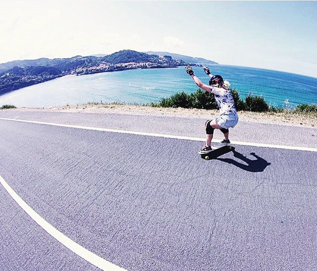 LGC German rider @theresa_charlotte_skate enjoying Spanish weather this summer in Mundaka. Yeah buddy!  Photo cred?  #longboardgirlscrew #womensupportingwomen #skatelikeagirl #theresacharlotte #lgcgermany #mundaka