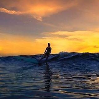 #akelasurf Ambassador Amanda Giberson @_longboardlove photo @dan.florez  #florida #surfswimwear #ladyslider