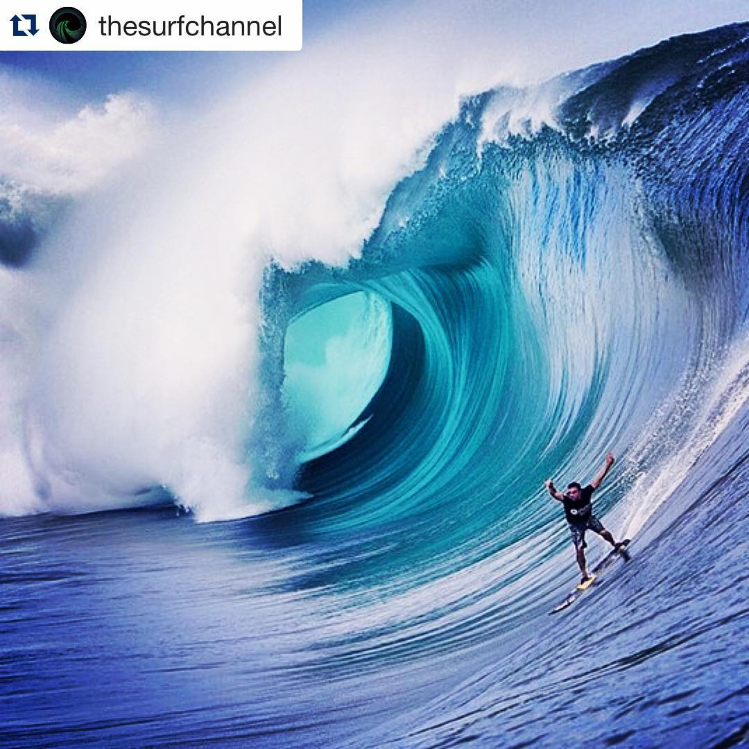 #Repost @thesurfchannel ・・・ Tow-ins at Teahupoo. U la la