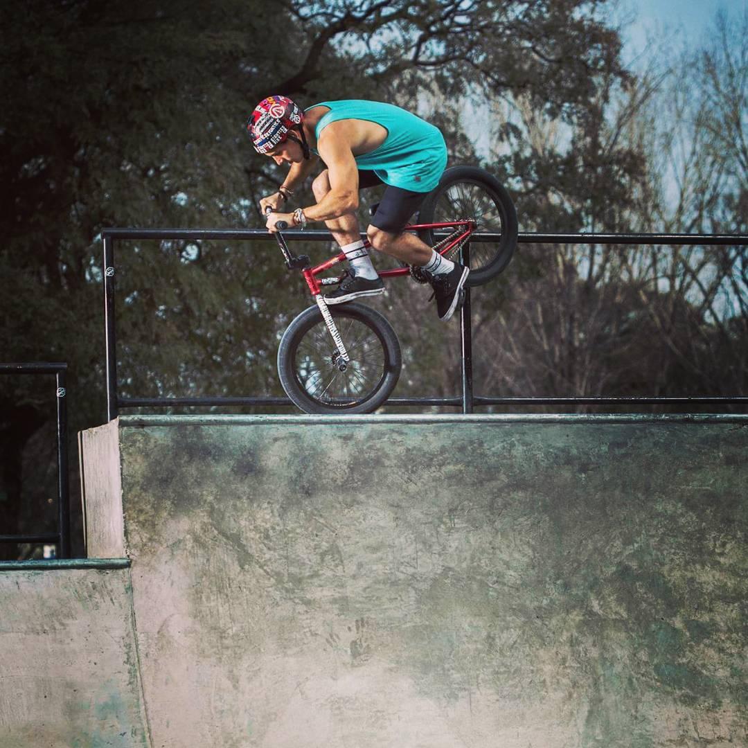 Cancan #Footjam por @brianboghosian.  #BMX #ridehard
