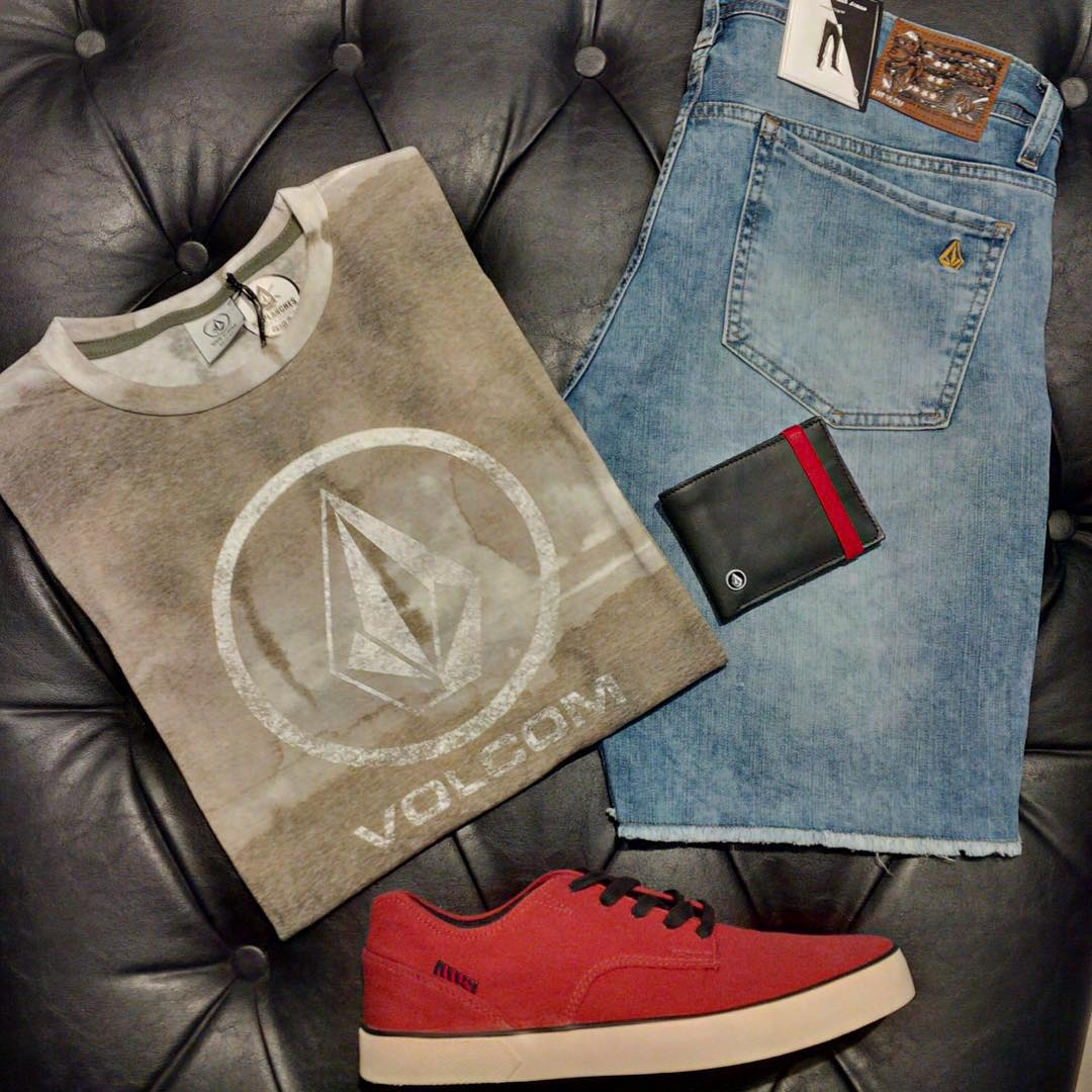 Bermuda 2x4 cut off short acid + remera sky dye logo +billetera cloak wallet + #volcomfootwear #SS16