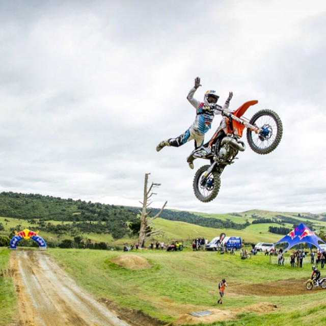 @Levi_Sherwood lets it fly down under at the #FarmJam in Winton,NZ