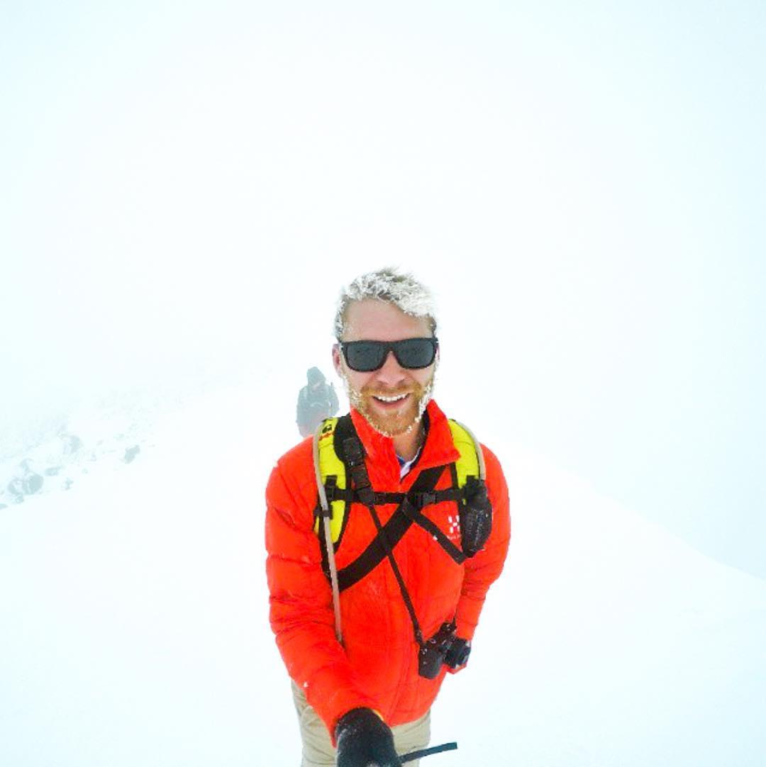 Stay warm friends  @arizona_adventurer wearing the Black Pearl shades  #Kameleonz #Snow #Polarized