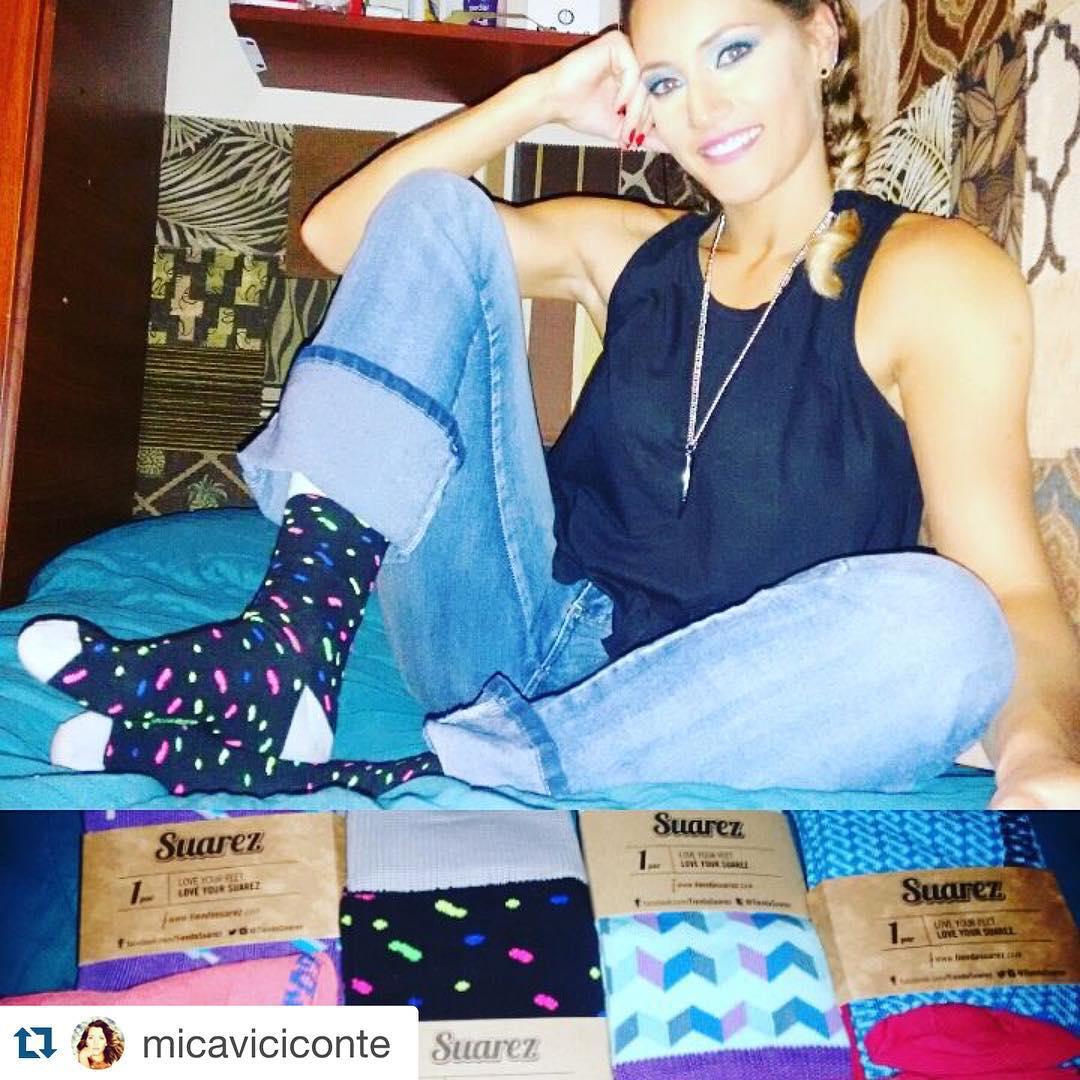 #MediasConOnda infaltables para la diosa @micaviciconte !! ・・・ Me voy a dormir y siempre con mis medias coloridas gracias a  @tiendasuarez @franciscoliden ..