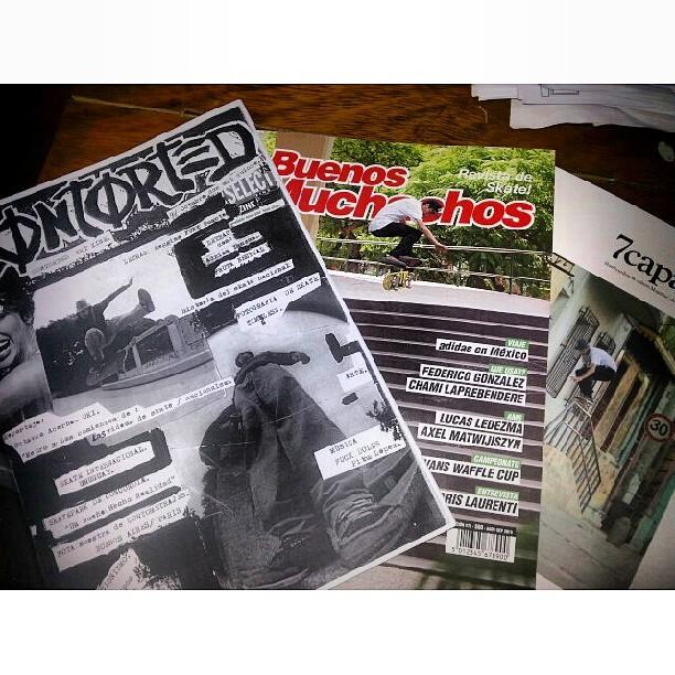 #gratis con tus compras #revistabuenosmuchachos #contortedskatezine #7capasmagazine