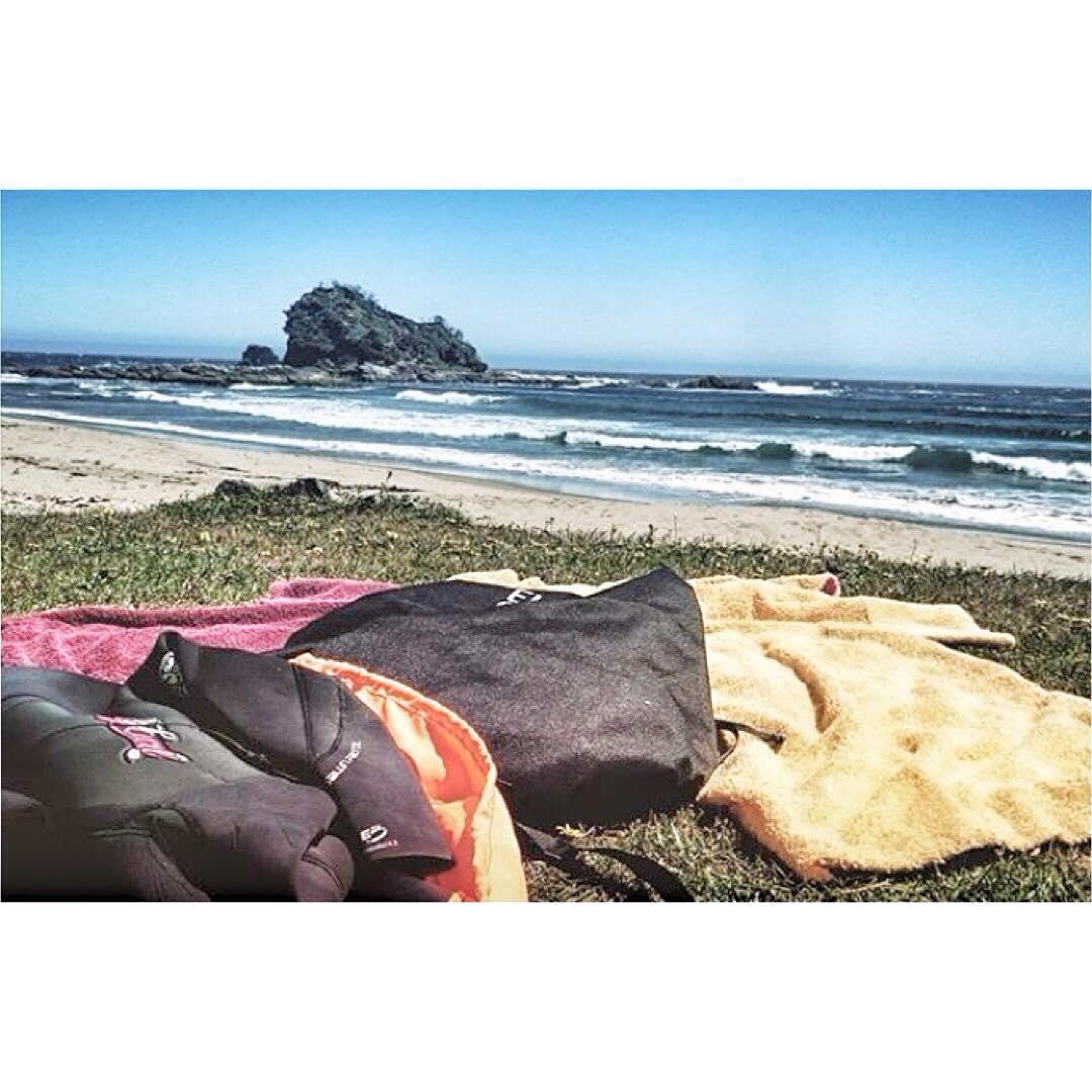 Desde la Patagonia Chilena @blackjazmine arranca de esta manera el viernes con su kit completo de @elmandarinasurf