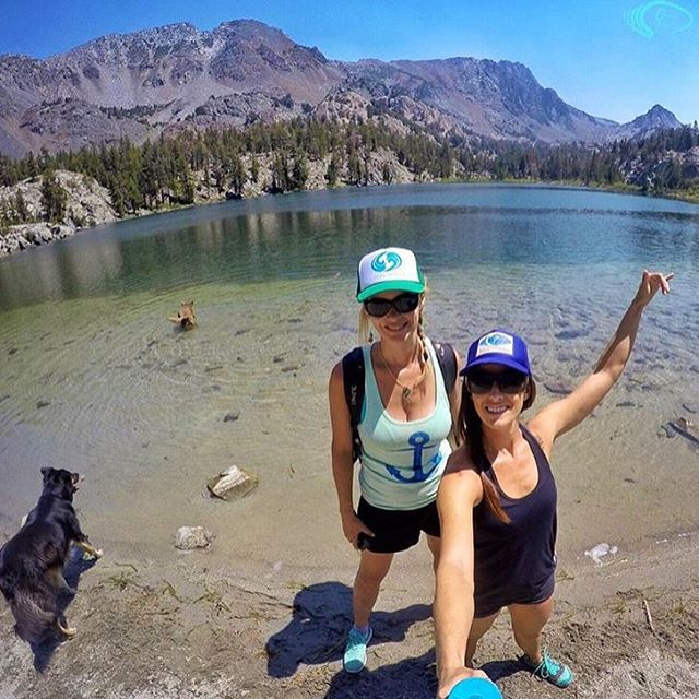 E X P L O R E  M O R E! Repost of our roadtrip to Mammoth Lakes from @waveofwellness! #wishwewerethere #secretspot #mammothlakes #localhoneydesigns #localknowledge  #summertime #crosstraining #stairclimberinthesky #azucarburro #sunshine #copilots...