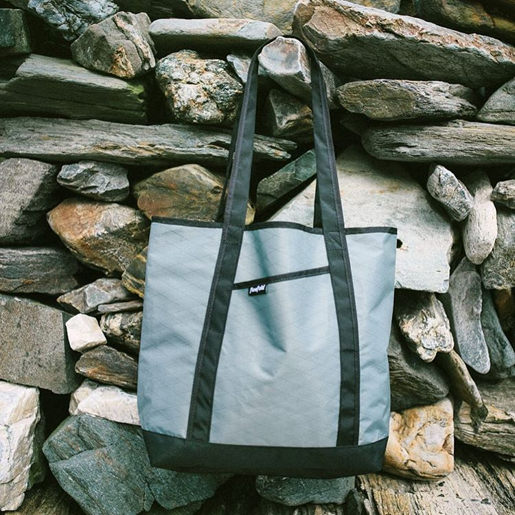 The #Flowfold Porter tote in Slate Grey. Made in USA with a Lifetime Warranty and free domestic shipping. Find yours using the link in our profile! ⚓️