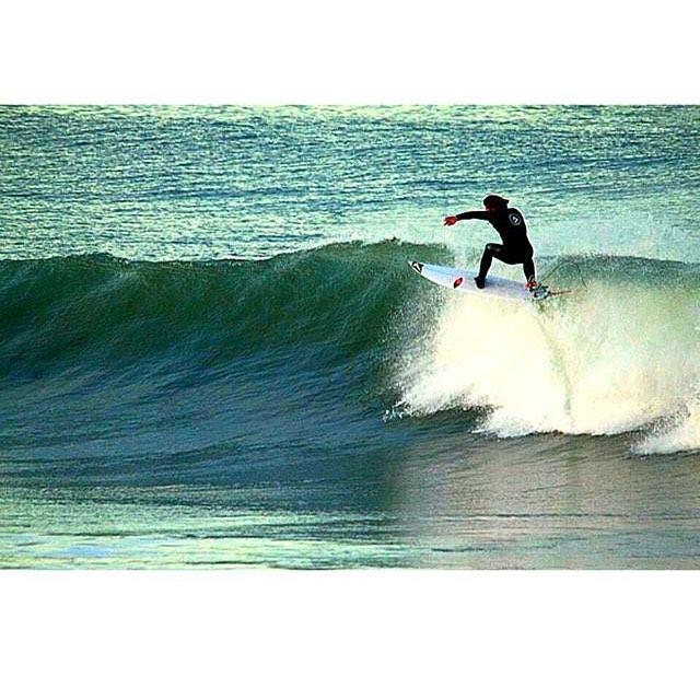 El incasable @felipe.suarez1 testeando las olas de Marpla #volcomsurf #truetothis